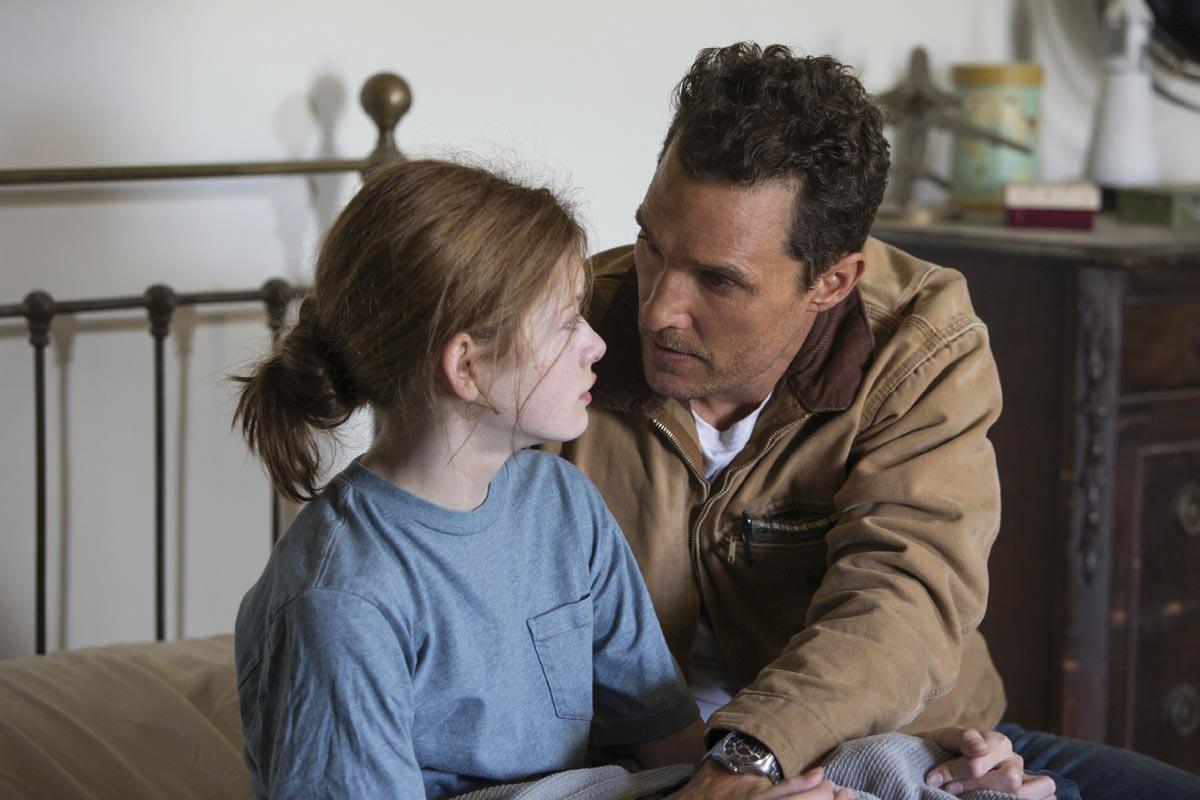 un'altra scena del film: Cooper e la piccola Murph