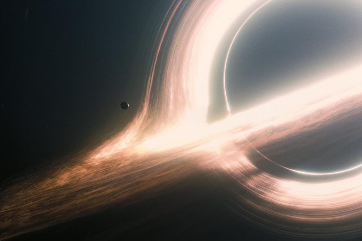 Un'altra scena di Interstellar: il buco nero
