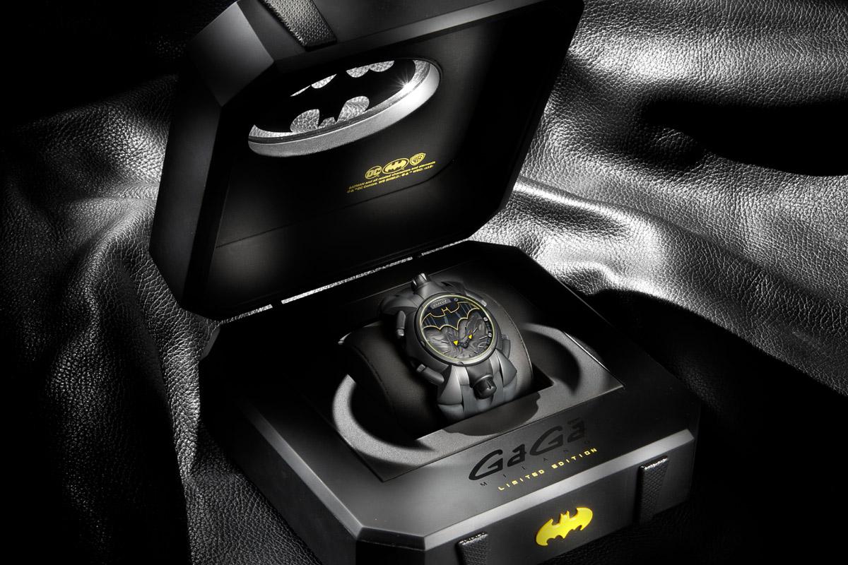 L'orologio nella scatola col decoro pipistrello