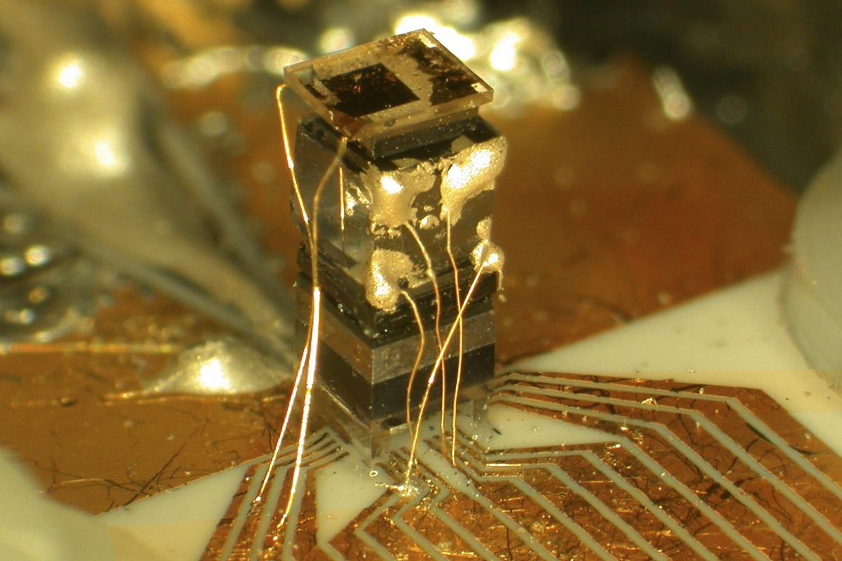 Orologio atomico delle dimensioni di un chip