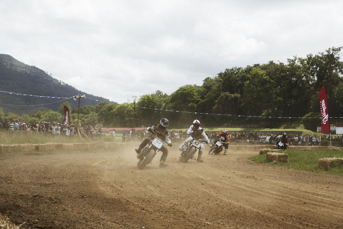 Una gara di moto a Wheels & Waves