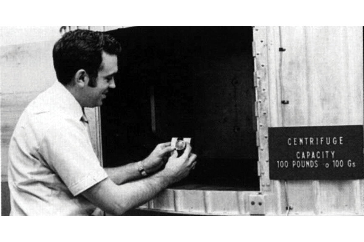Jim Ragan testa lo Speedmaster in una centrifuga