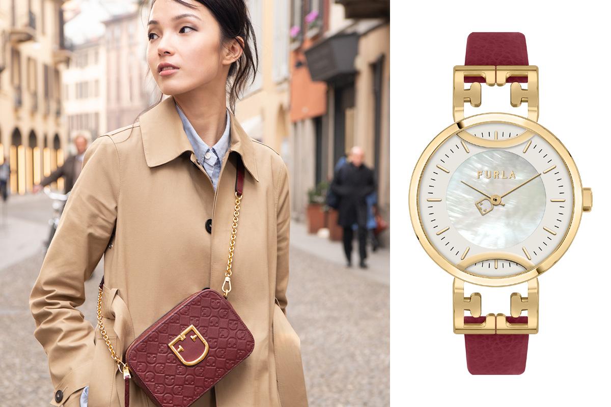 Il Furla Monogram nella mini borsa a bandoliera e nell'orologio Furla Coronae