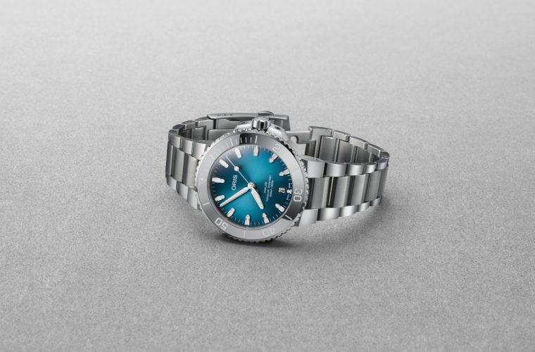 Il nuovo Oris Aquis Date con quadrante sfumato blu oceano