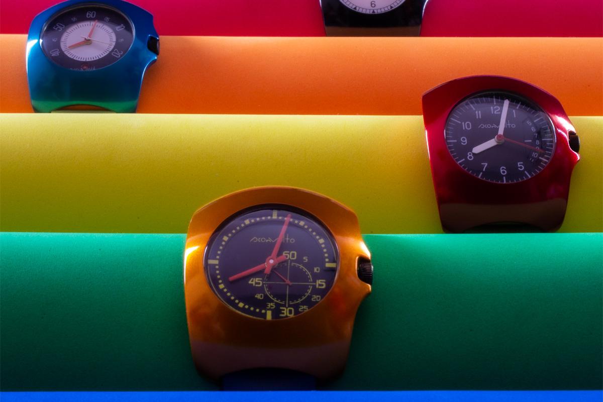 Tre modelli di Ammortizzato by Sconvolto, esposti a Watches of Italy