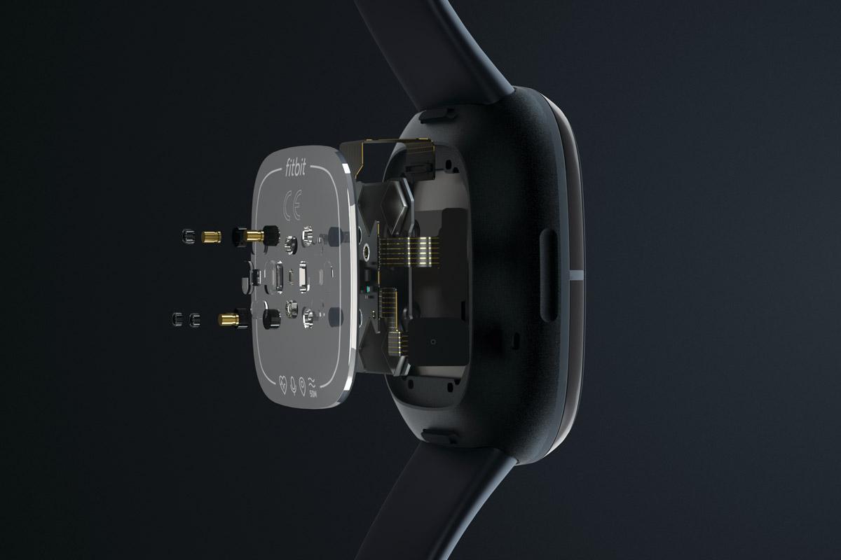 Il fondello del FitBIt Sense con i sensori