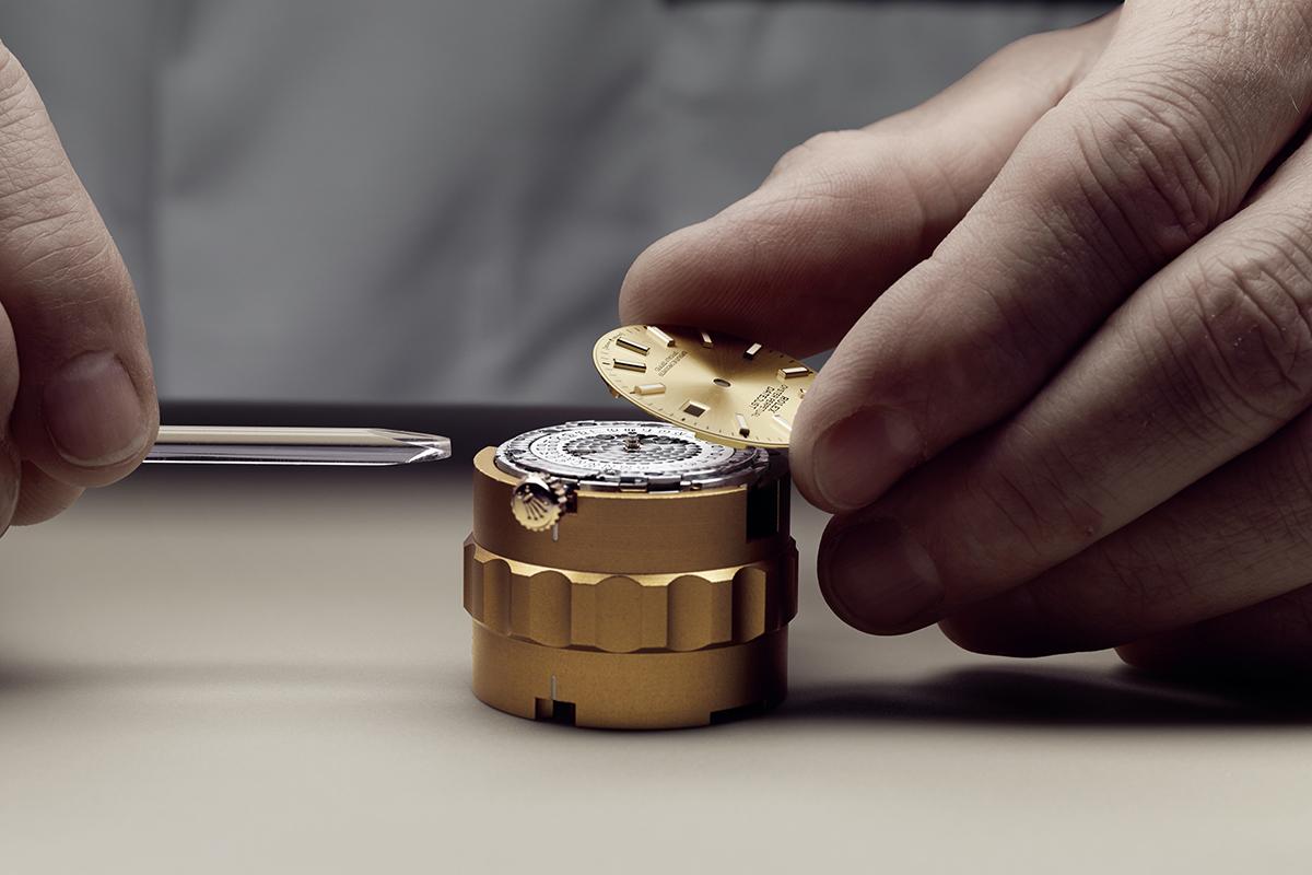 assistenza Rolex: una fase della revisione