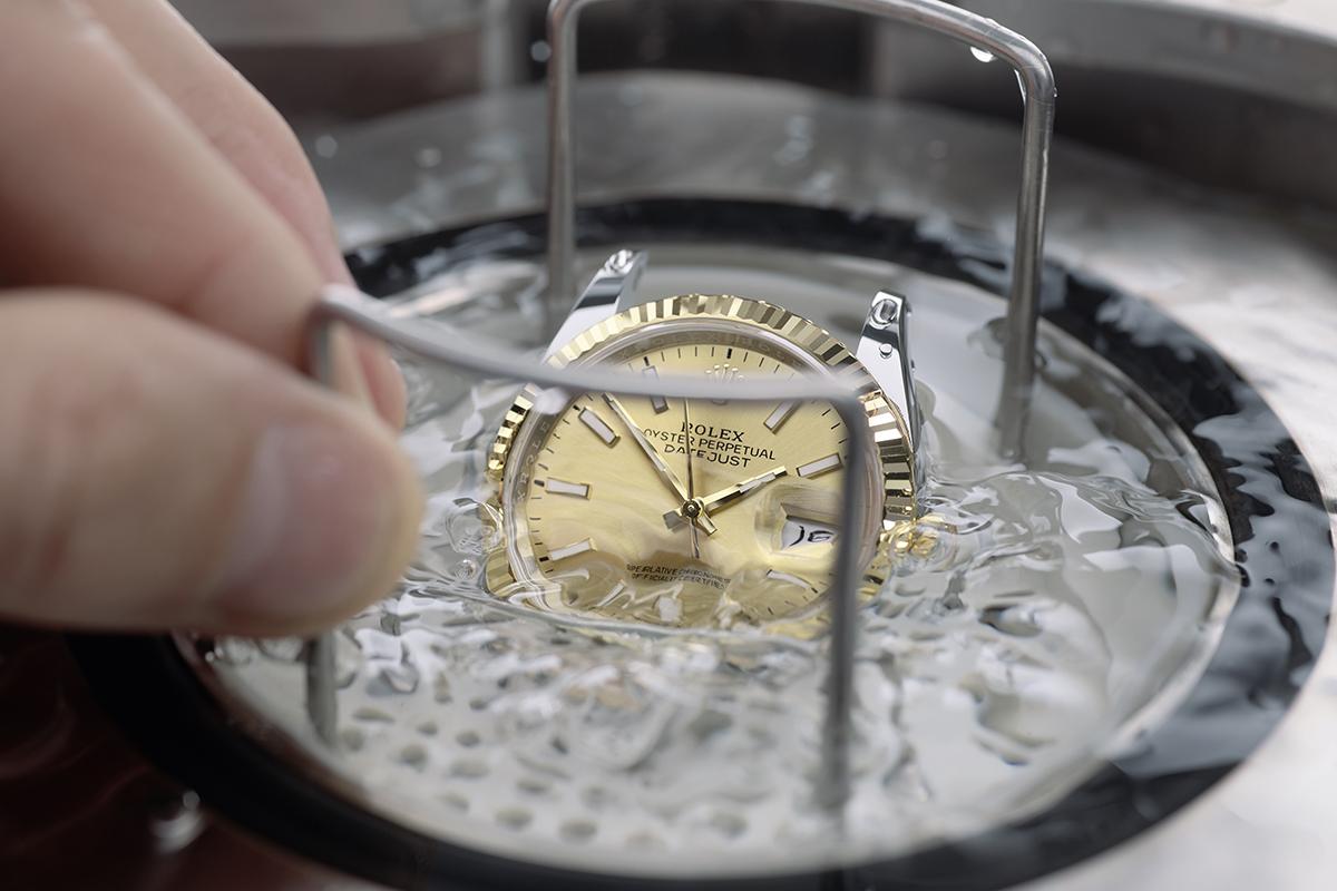 Manutenzione Rolex: prova di impermeabilità