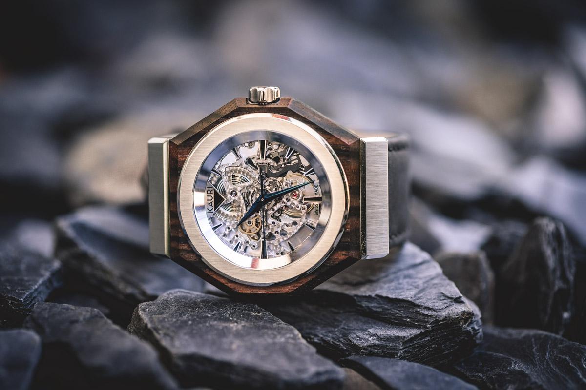 Kauri Watches in ebano di Macassar