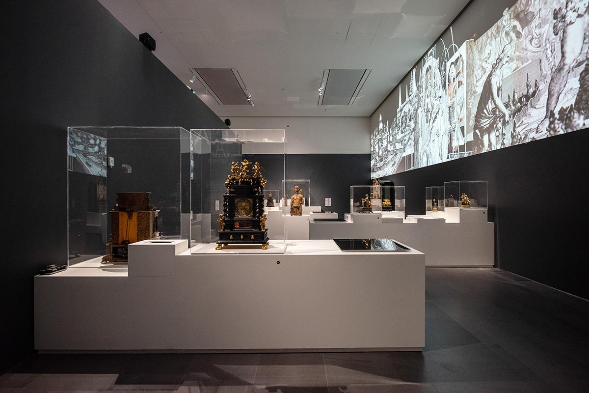 """Una sala della mostra """"Robot - The Human Project"""""""